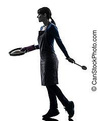 wandelende, vrouw, silhouette, het koken, gebakje, taart