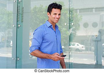 wandelende, zakelijk, mobiele telefoon, buiten, man