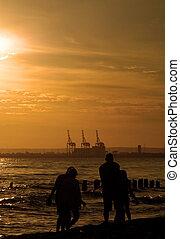 wandeling, gezin, #2, ondergaande zon