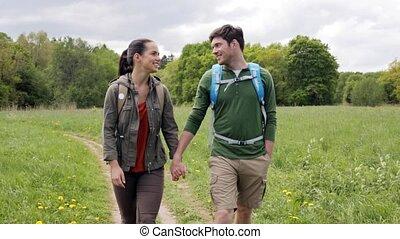 wandern ehepaar, 2, draußen, rucksäcke, glücklich