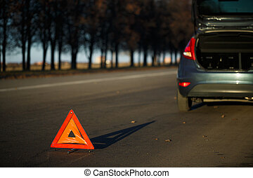 Warning triangle with a broken down car