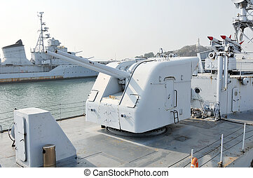 Warship artillery