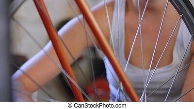 warsztat, naprawiając, rower, 4k, kobieta