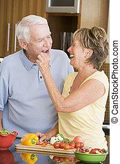 warzywa, przygotowując, mąż, żona