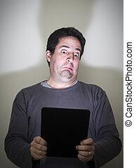 was, sieht, tablette, entsetzt, digital, er, mann