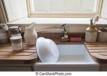 Washing up sink - Old fashioned washing up sink with vintage...