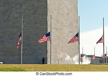 washington monument, omringde, vlaggen, half mast