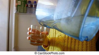wasser, gießen, kueche , glas, 4k, frau