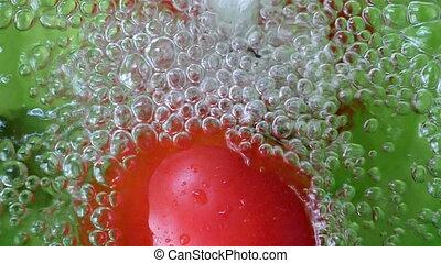wasser, spritzen, an, tomaten, in, zeitlupe
