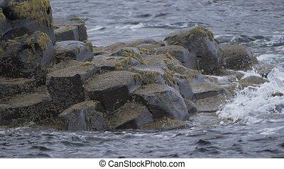 wasser, spritzen, auf, basalt, steine, riesig, damm, nordirland, -, 200fps, echte , slowmo, -, gebürtig, version