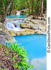 wasserfall, blau, bach, in, der, wald, kanjanaburi, thailand