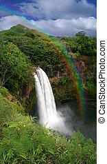 wasserfall, in, kauai, hawaii, mit, regenbogen