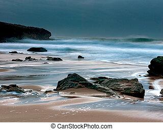 wasserlandschaft, mit, der, wasserlandschaft, bewegung, in, adraga, sandstrand, portugal.