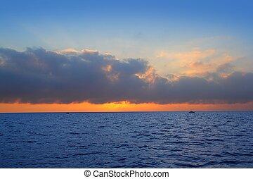 wasserlandschaft, sonnenaufgang, zuerst, sonne, orange, in, blaues, meer