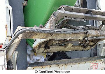 waste paper disposal - Altpapier wird zur Wiederverwertung...