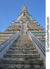 Wat Arun in Bangkok - Steps leading to the top of Wat Arun...