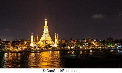 WAT ARUN TEMPLE AT NIGHT - Bangkok