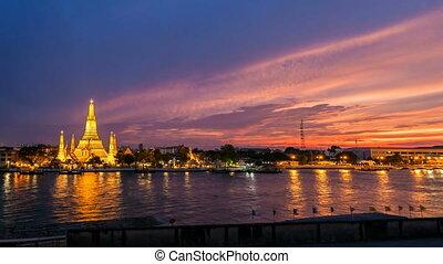 WAT ARUN TEMPLE AT SUNSET - Bangkok