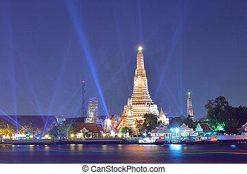 Wat Arun ( Temple of Dawn ) at night, Bangkok, Thailand.