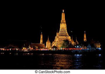 Wat Arun (Temple of Dawn) at Night