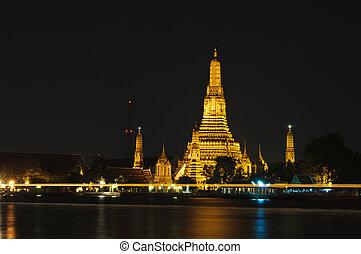 Wat Arun (Temple of Dawn) - Wat Arun or Temple of Dawn at...