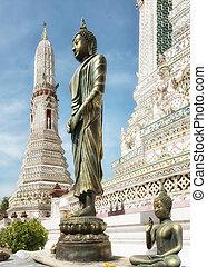 Wat arun temple of the dawn