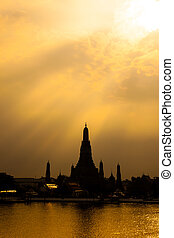 Wat Arun, The Temple of Dawn, Sunset view