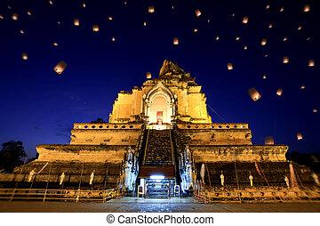 Wat Chedi Luang, chiangmai between new year night.