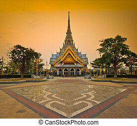 Wat So-thorn Temple in Thailand, in the evening Twilight ...