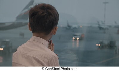 Watching planes makes his expectation easier - Slow motion...
