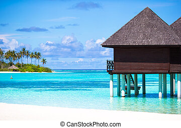 Water bungalows with turquiose water on Maldives - Water...