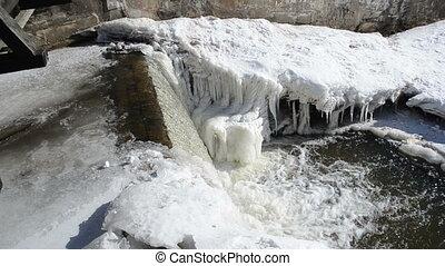 water fall edge ice