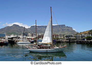 Water Front and table mountain in Cape Town