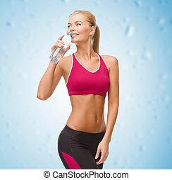 water, glimlachende vrouw, fles