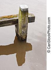 water, oud, reflectie, verweerd, bollard