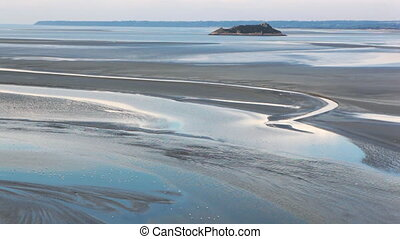 water rise on Le Mont Saint-Michel
