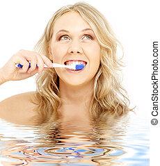 water, tandenborstel, blonde , vrolijke