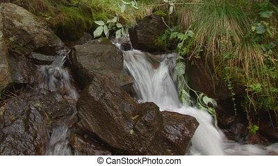 waterfall close standard - nice small waterfall close