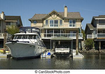 waterfront, hatalmas, otthon, csónakázik megnyirbál