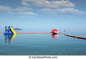 waterglijbaan, zeezicht, de zomervakantie, scène