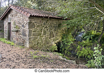 Water mills were of great importance in the agricultural economy of the past. At present, they are a Ethnographic reminder of the past.