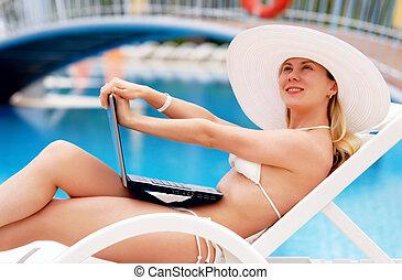 waterpool, mulheres, jovem, relaxante, laptop.