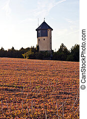 watertower, con, campos, en, ocaso