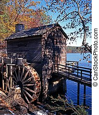 Waterwheel and lake, Atlanta. - Waterwheel and lake in Stone...