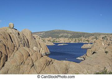 Watson Lake Prescott Arizona - granite formations surround ...