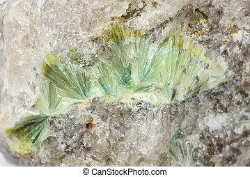 Wavellite in vein quartz - Spherulites of wavellite in vein...