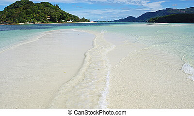 waves and sandbar - waves touching sandbar in the indian ...