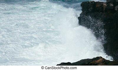 Waves breaking in slow-motion - Waves breaking in super slow...
