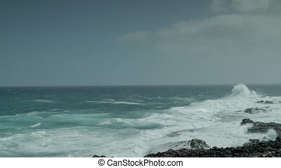 waves crashing against rocks - powerful waves crashing ...