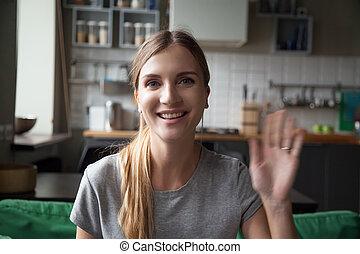waving, женщина, рука, ищу, камера, портрет, улыбается, счастливый